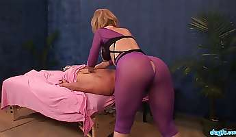 bootylicious nympho nina hartley takes a chance to work on clients dick