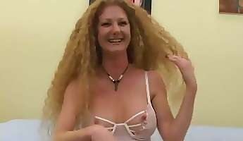 sexy slut annie body has perfect natural curls and she gives fantastic head