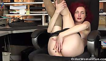 usa milf veronica feels naughty in nylon pantyhose