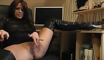 german bitch in boots squirting