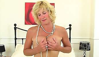 british milf tori plays with her sex toy