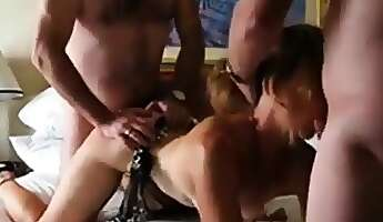 girl in threesome action