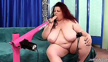 a fucking machine reams out the pussy of fabulous fat girl