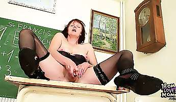old mom working as a teacher gets horny after lesson uses